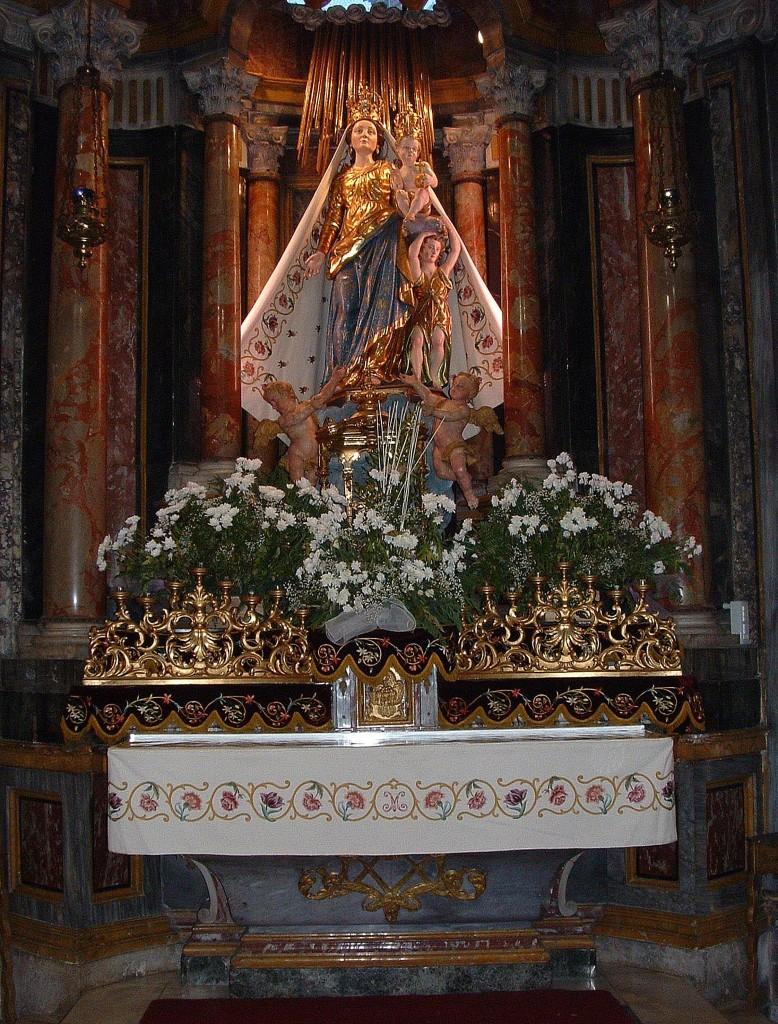 2005 Altare con tovaglia